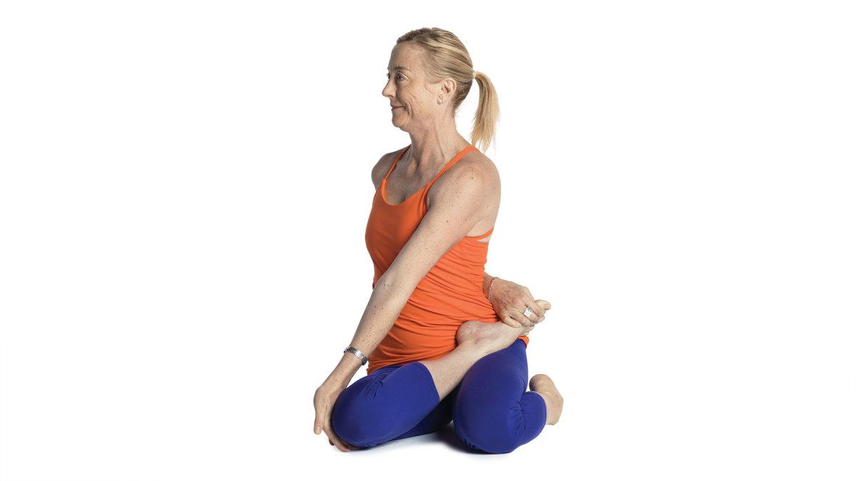 yoga_bharadvaja_s_twist