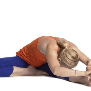 yoga_kepala_ke_lutut